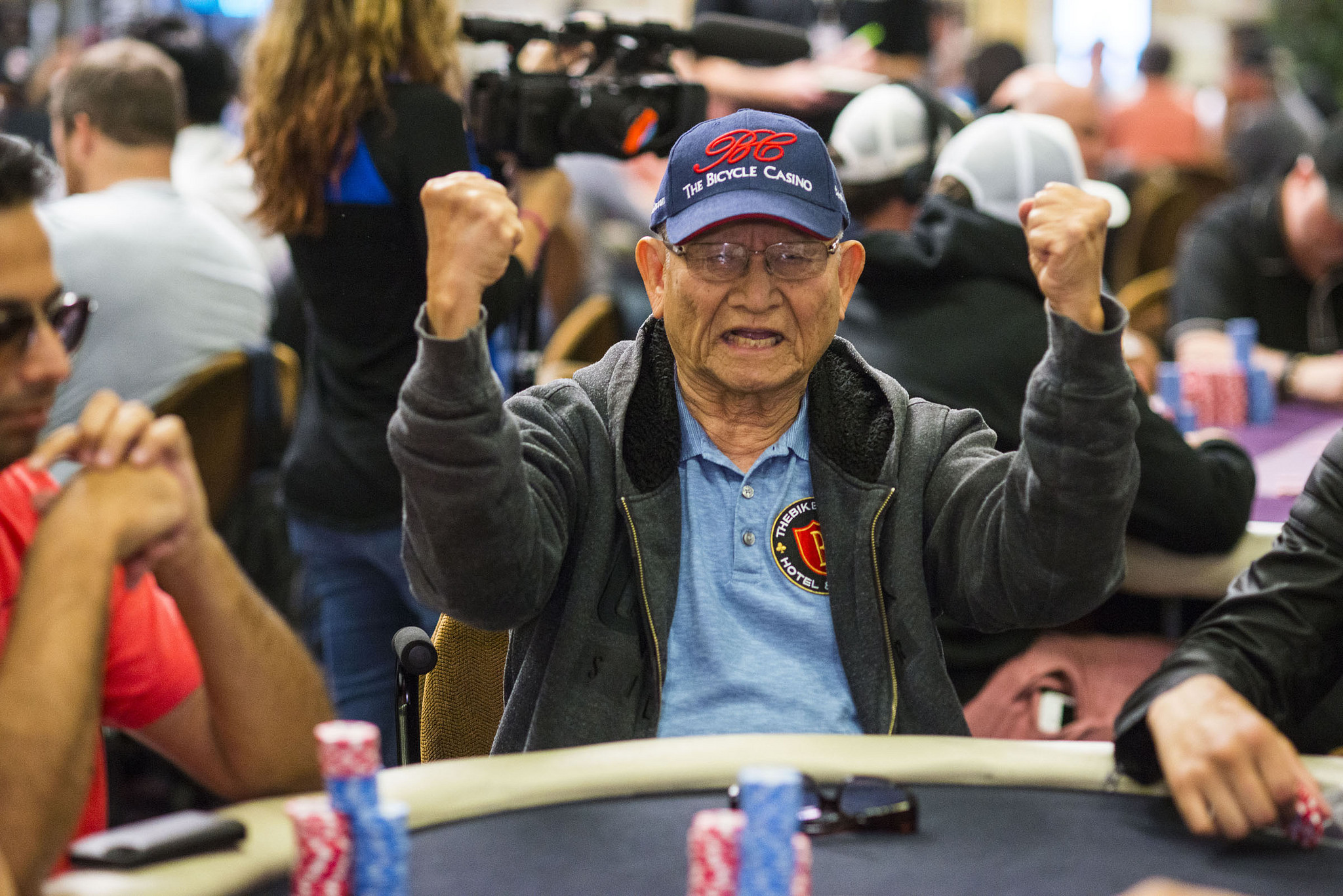 Old poker legends can a roulette dealer control where the ball lands